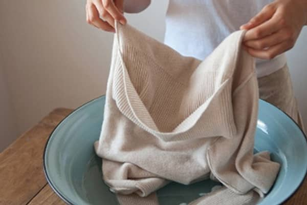 cách tẩy mốc áo trắng đơn giản